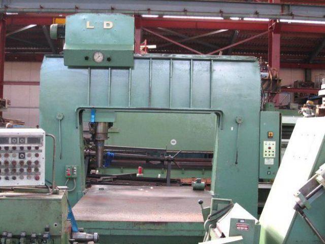H Frame Hydraulic Press LVD GANTRY 200 T 1979