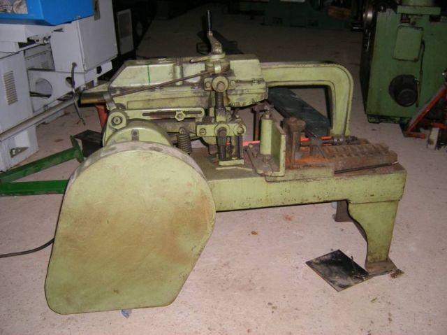 Ijzerzaag machine UNIZ MODEL 18 1974