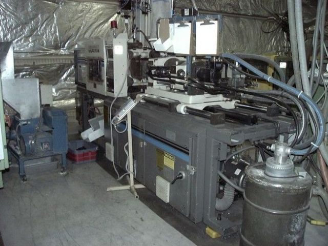 Plastics Injection Molding Machine CINCINNATI VT 85 1991