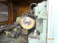 Gear Grinding Machine KOMSOMOLEC 5B833 1981-Photo 3