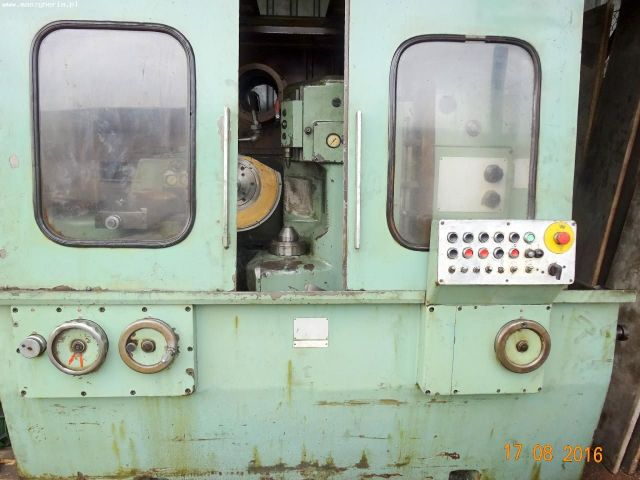 Gear Grinding Machine KOMSOMOLEC 5B833 1981