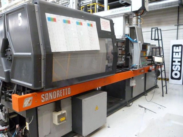 Plastics Injection Molding Machine SANDRETTO 790/200 1997
