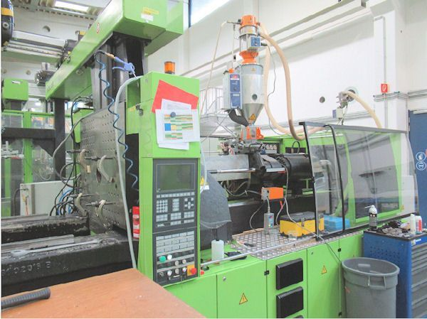 Plastics Injection Molding Machine ENGEL ES 1350-350 HL - Robot 2004