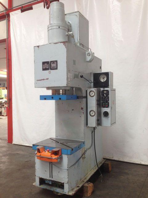 C Frame Hydraulic Press WMW - ZEULENRODA PYE 100 S/1M 1985
