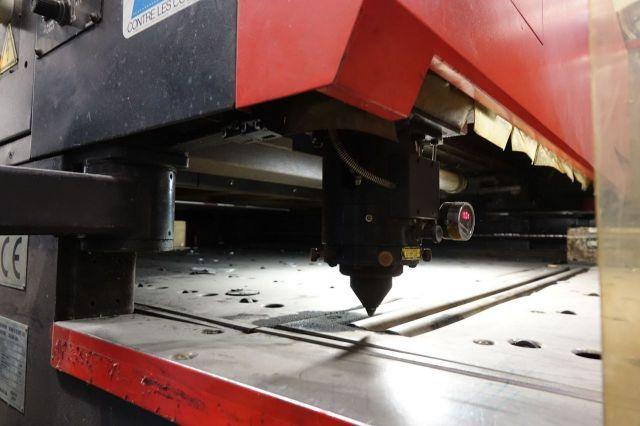Machine de découpe laser 3D AMADA Alpha II/LC2415A2 1997