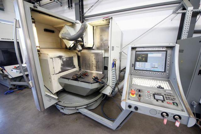 CNC frézka DECKEL MAHO 60 T 2000