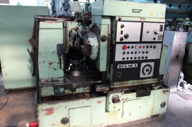Gear Hobbing Machine TOS OFA 16A 1975