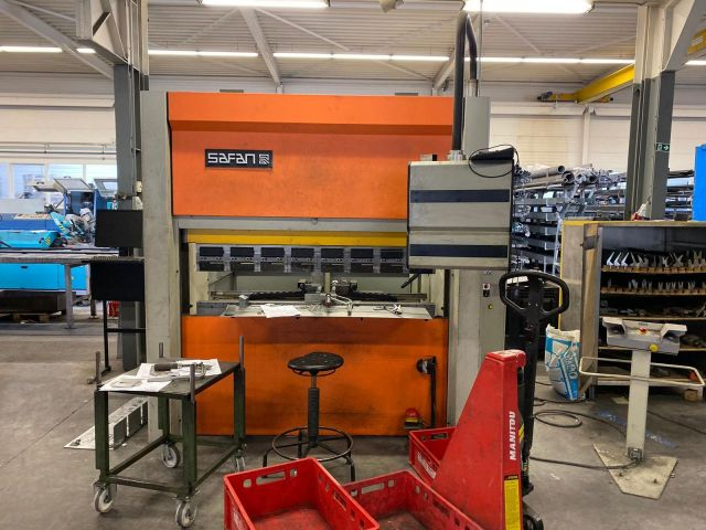 CNC Servo Press Brake Safan SMK 1600 x 32 T 1998