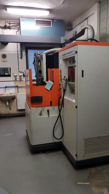 Sinker Electrical Discharge Machine Charmillles Roboform 30 1999