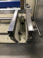 CNC hydraulický ohraňovací lis TRUMPF TrumaBend V130 2001-Fotografie 8