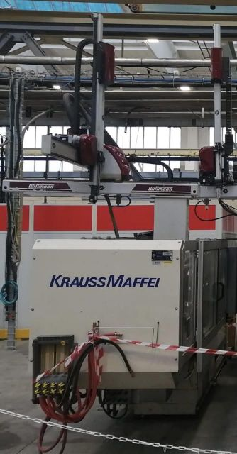 Plastics Injection Molding Machine KRAUSS MAFFEI 110 - 520 C2 1998